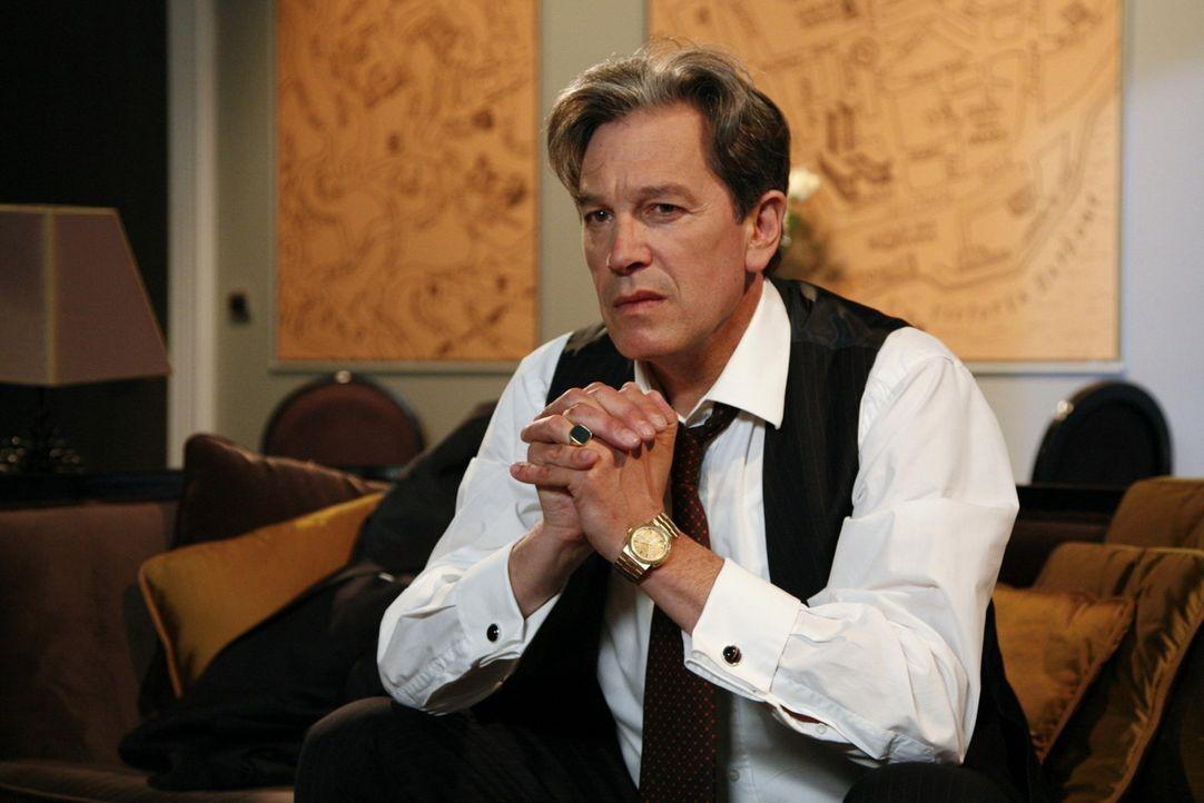 Julius (Günter Barton) ist verzweifelt: der Krieg scheint verloren ... - Bildquelle: SAT.1