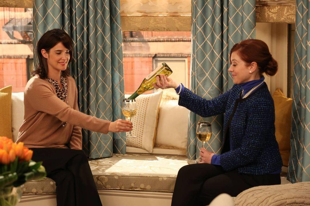 Jahre später erzählt Robin (Cobie Smulders, l.) Lily (Alyson Hannigan, r.) erneut ein weiteres Detail aus dem damaligen Erlebnis mit Marvin ... - Bildquelle: 2013 Twentieth Century Fox Film Corporation. All rights reserved.