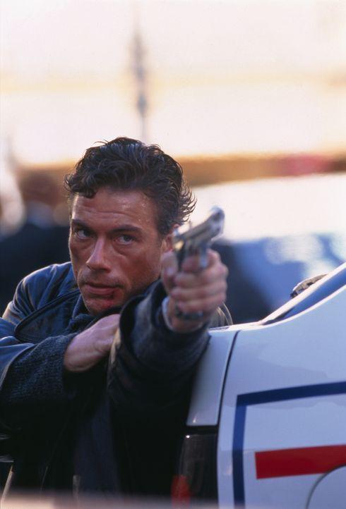 Moreau (Jean-Claude Van Damme) weiß, dass es nur eine Möglichkeit gibt, die Mörder seines Bruders zu ermitteln: Er muss in Mikhails Haut schlüpf... - Bildquelle: Sony Pictures Television International. All Rights Reserved.