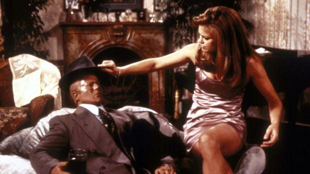 Salem bekommt Besuch von seiner ehemaligen Freundin Shelly (Kathy Ireland, r....