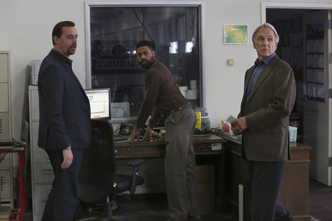 (v.l.n.r.) McGee (Sean Murray); Scott Gunderson (DeVaughn Nixon); Gibbs (Mark Harmon) - Bildquelle: Michael Yarish 2018 CBS Broadcasting, Inc. All Rights Reserved/Michael Yarish