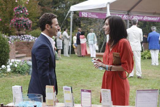 Jill Casey (Jill Flint, r.) erzählt Dr. Hank Lawson (Mark Feuerstein, l.) von...