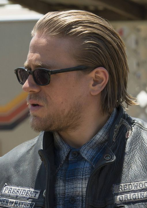 Denkt, er hat endlich den wahren Mörder von Tara gefunden: Jax (Charlie Hunnam) ... - Bildquelle: Prashant Gupta 2013 Twentieth Century Fox Film Corporation and Bluebush Productions, LLC. All rights reserved.