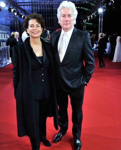 Produzentin Rola Bauer mit Bestsellerautor Ken Follett. - Bildquelle: Sat 1 Succo Media Ralf Succo