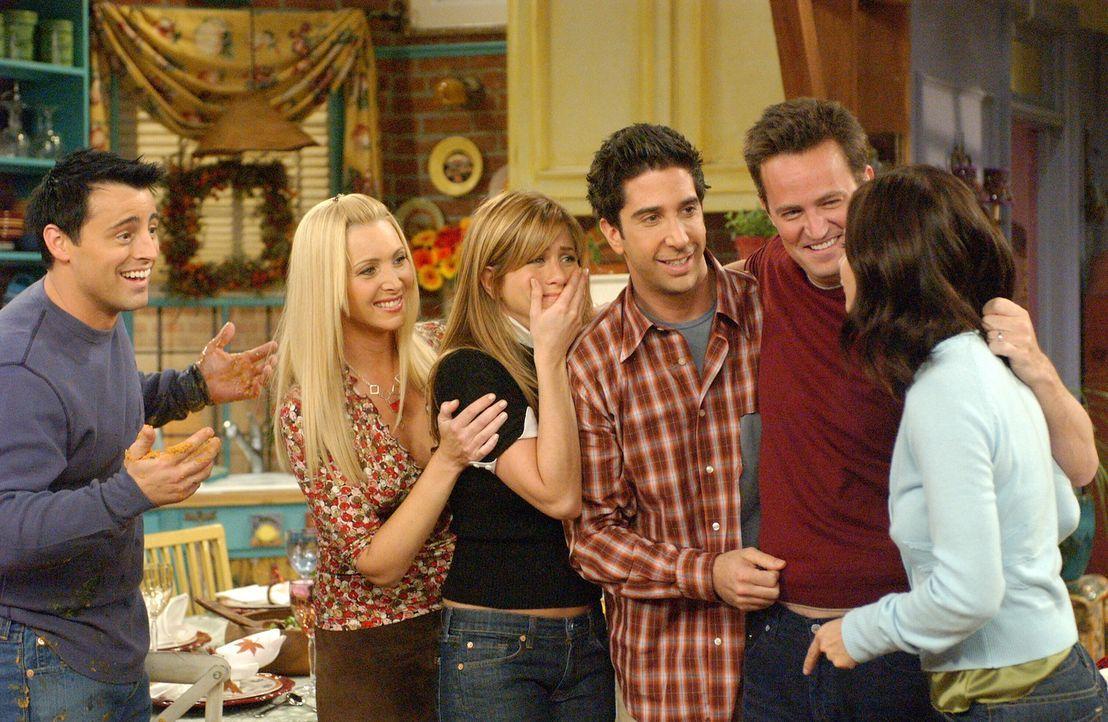 Monica (Courteney Cox, r.) ist ziemlich sauer, weil ihre Freunde, Joey (Matt LeBLanc, l.), Phoebe (Lisa Kudrow, 2.v.l.), Rachel (Jennifer Aniston, 3... - Bildquelle: 2003 Warner Brothers International Television