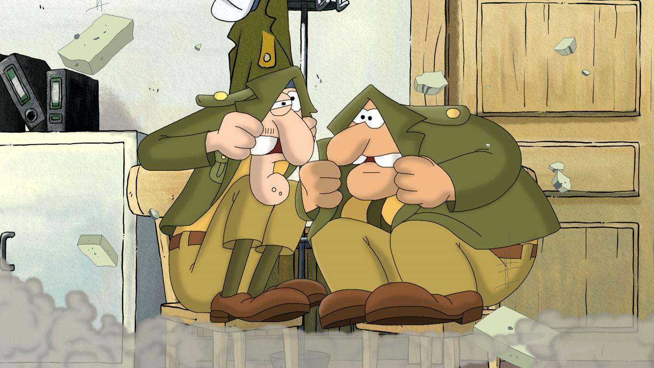 Ziehen meistens den Kürzeren: Polizei-Anfänger Helmut (r.) und Bruno (l.) ... - Bildquelle: 2011 Constantin Film Verleih GmbH