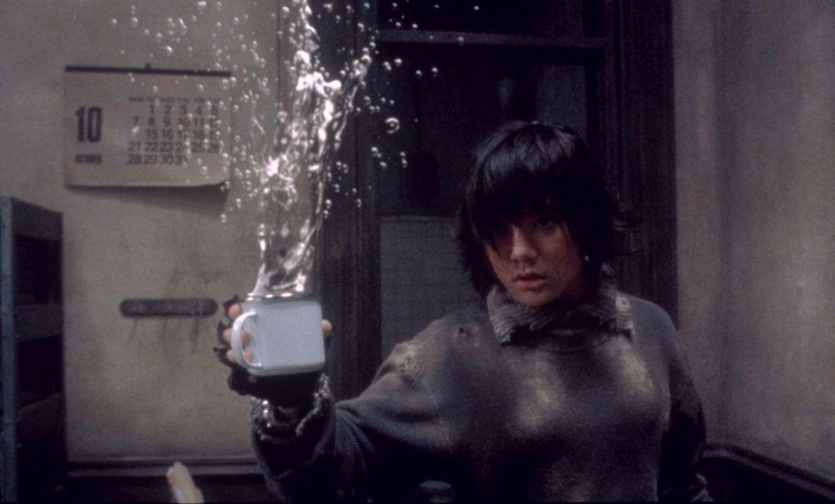 Ist immer für eine Überraschung gut: Milly (Anne Suzuki), das Mädchen aus der Zukunft ... - Bildquelle: CPT Holdings, Inc.  All Rights Reserved.