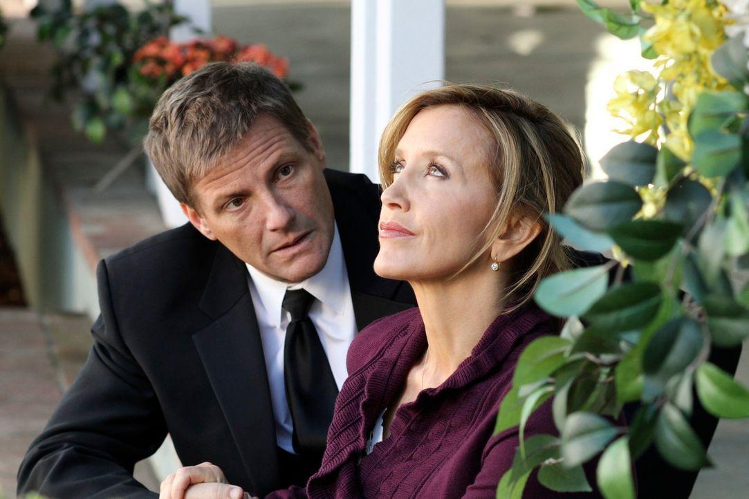 Die Hochzeit von Irina und Preston steht vor der Tür. Lynette (Felicity Huffman, r.) und Tom (Doug Savant, l.) sind alles andere als begeistert davo... - Bildquelle: ABC Studios
