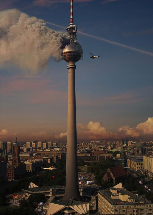 Schwarze Rauchschwaden in 212 Meter Höhe, knapp 3500 Tonnen Stahl in Flammen, Menschen in Todesangst - der Berliner Fernsehturm brennt! - Bildquelle: scanline ProSieben