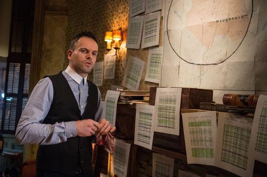 Ein neuer Mordfall beschäftigt Holmes (Jonny Lee Miller) ... - Bildquelle: CB...