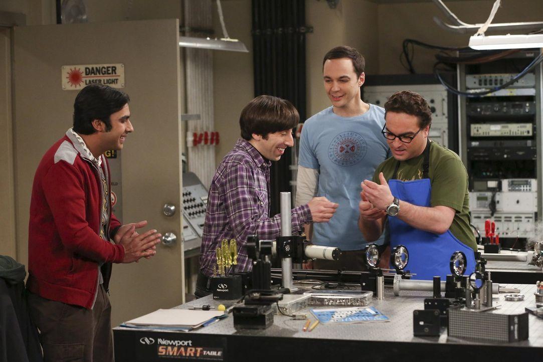 Sind sich nicht immer einig: Howard (Simon Helberg, 2.v.l.), Sheldon (Jim Parsons, 2.v.r.), Leonard (Johnny Galecki, r.) und Raj (Kunal Nayyar, l.)... - Bildquelle: Warner Bros. Television