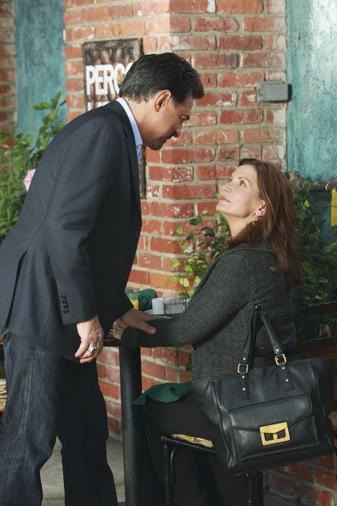 Was für David Rossi (Joe Mantegna, l.) wie ein Date begann, endet damit, dass seine Ex-Frau Carolyn (Isabella Hoffman, r.) eine schlechte Nachricht... - Bildquelle: ABC Studios