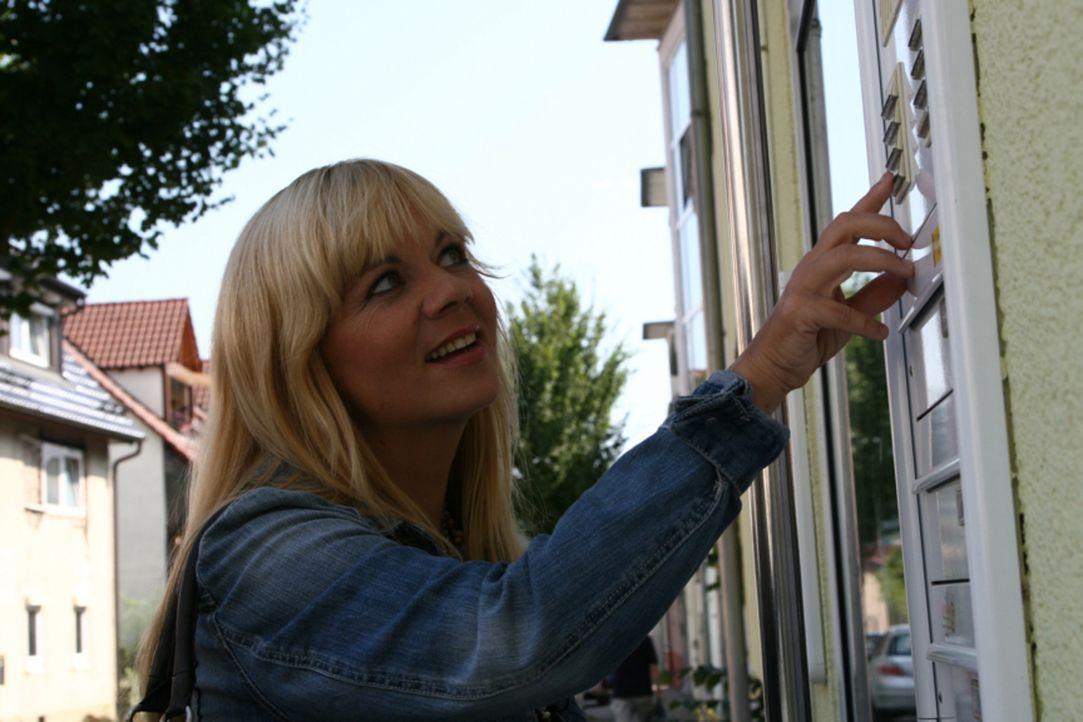 Julia Leischik macht sich wieder auf die Suche! - Bildquelle: Tim Biggs SAT.1