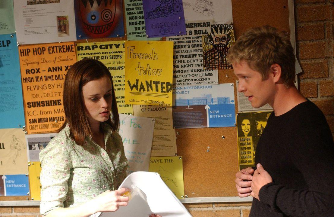 In Yale lernt Rory (Alexis Bledel, l.) den reichen Logan (Matt Czuchry, r.) kennen. Nicht ahnend, welche Folgen und emotionale Achterbahnfahrt diese... - Bildquelle: 2004 Warner Bros.