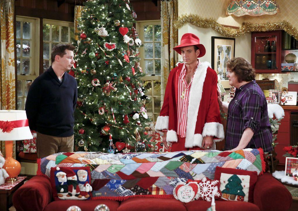 Carol (Margo Martindale, r.) fühlt sich geschmeichelt, als sie mitbekommt, dass Nathan (Will Arnett, M.) und Kip (Sean Hayes, l.) um ihre Gunst buhl... - Bildquelle: 2014 CBS Broadcasting, Inc. All Rights Reserved.