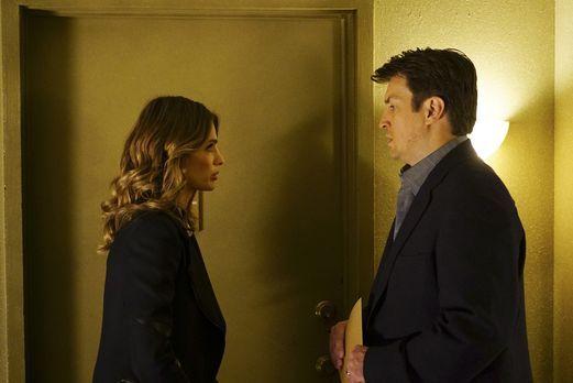 Besorgt muss Kate (Stana Katic, l.) feststellen, dass Castles (Nathan Fillion...