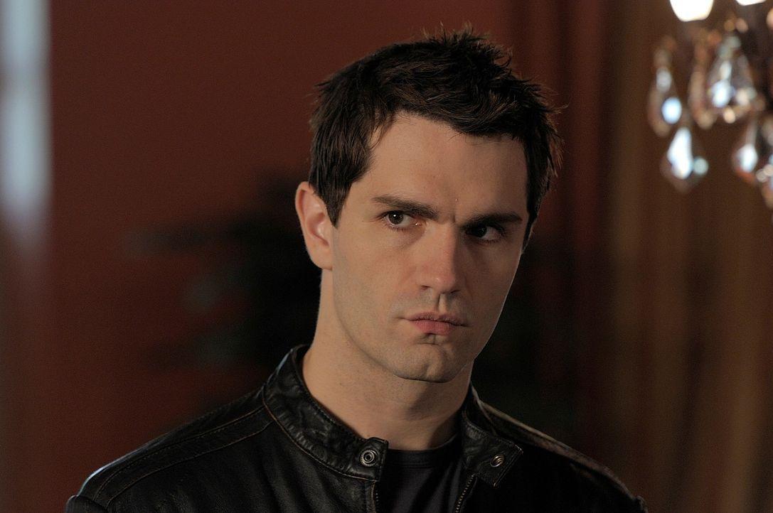 Während Aidan (Sam Witwer) schockierende Neuigkeiten von Rebecca erfährt, hat Josh große Probleme, sein eigenes Leben zu ordnen ... - Bildquelle: Phillipe Bosse Syfy Channel