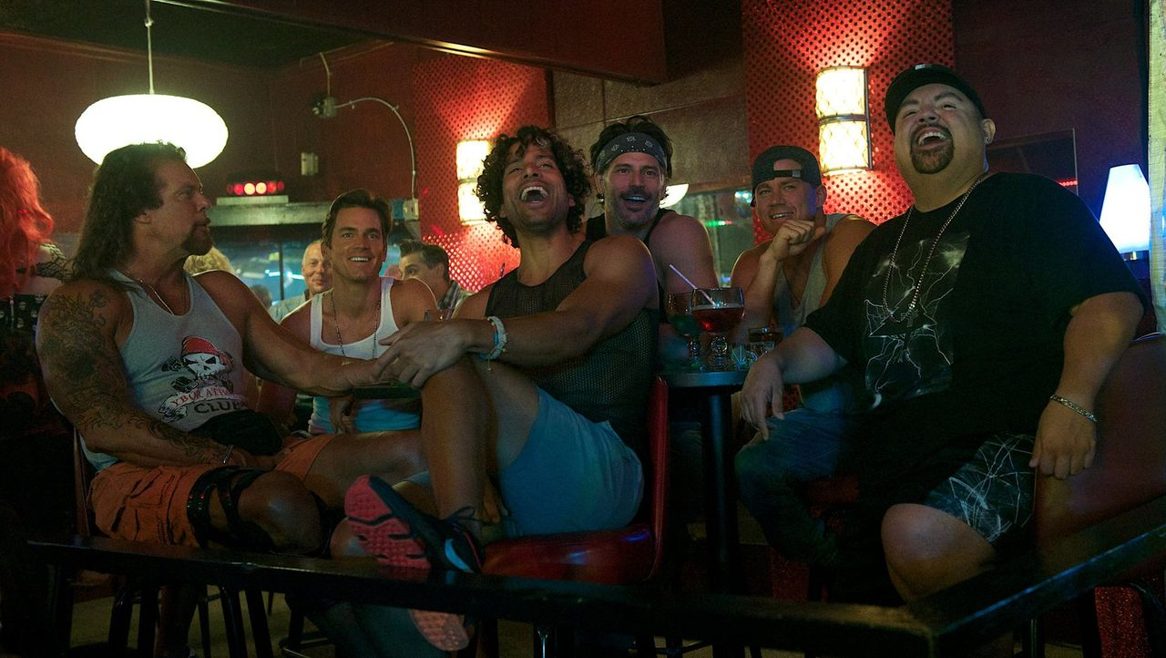 Auf ihrem Roadtrip nach Myrtle Beach wartet auf (v.l.n.r.) Tarzan (Kevin Nash), Ken (Matt Bomer), Tito (Adam Rodriguez), Big Dick Richie (Joe Mangan... - Bildquelle: Warner Bros.