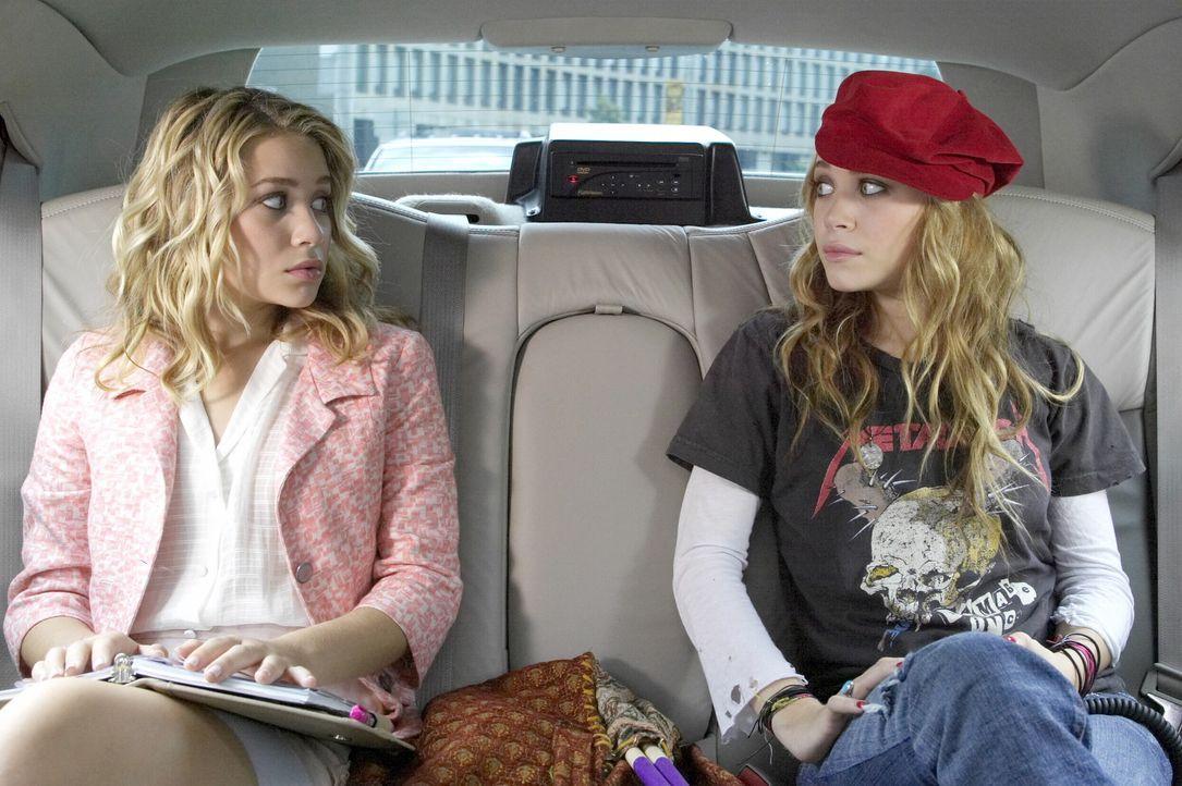 Streiten sich bereits auf der Hinfahrt: Jane (Ashley Olsen, l.) und Roxy (Mary-Kate Olsen, r.) ... - Bildquelle: Warner Brothers International Television