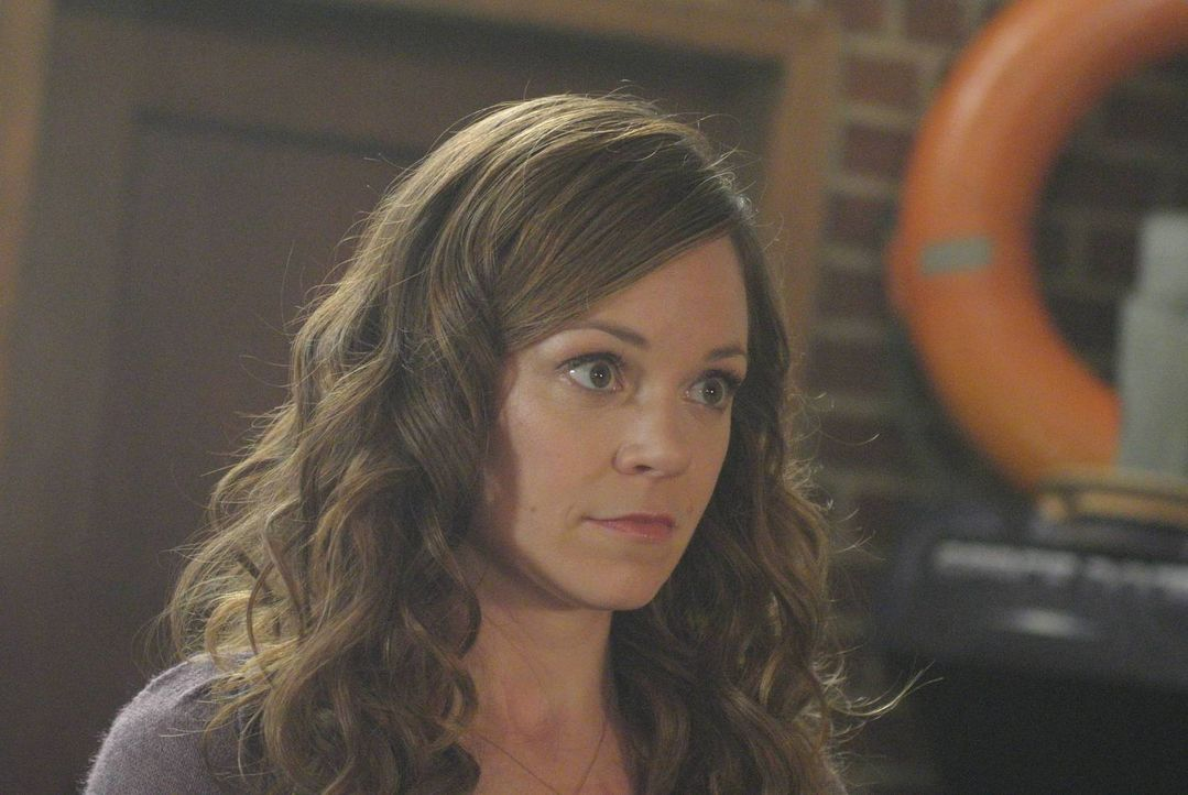 Mike kommt mit seiner Theorie zu Ingrid (Rachel Boston) und bringt alle in Gefahr ... - Bildquelle: 2013 Lifetime Entertainment Services, LLC. All rights reserved.