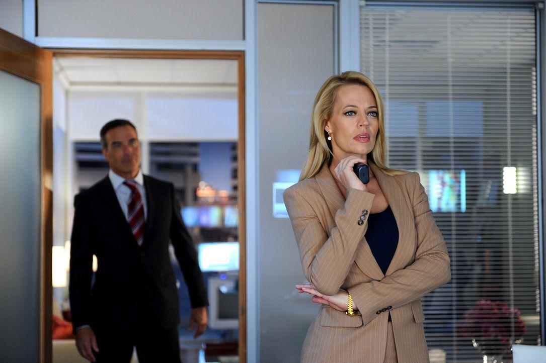 Dr. Kate Murphy (Jeri Ryan, vorne) muss ihre Konzentration zusammenhalten. Kann Dan Russell (Richard Burgi, hinten) ihr auf die Sprünge helfen? - Bildquelle: 2013 American Broadcasting Companies, Inc. All rights reserved.