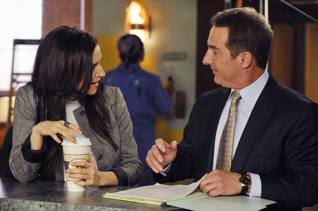 Amelia (Caterina Scorsone, l.) leidet unter sexuellem Entzug und bietet deshalb Sheldon (Brian Benben, r.) Sex an. Doch wird er das Angebot annehmen? - Bildquelle: ABC Studios