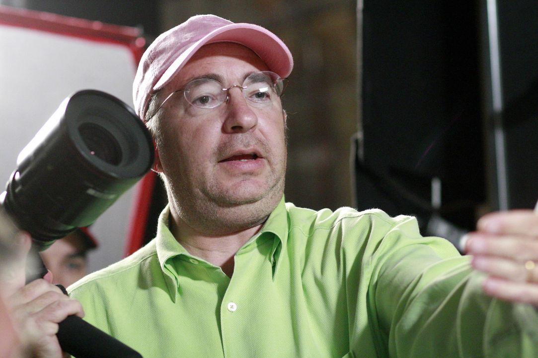 Hinter den Kulissen: Regisseur Barry Sonnenfeld erteilt letzte Regieanweisungen .. - Bildquelle: Warner Brothers