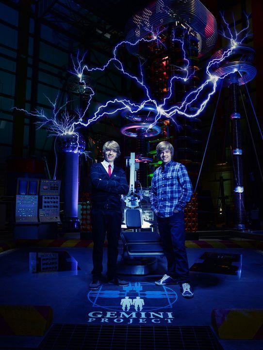 Geraten an einen Wissenschaftler, der ihre Identitäten auflösen will: Cody (Cole Sprouse) und Zack (Dylan Sprouse) ... - Bildquelle: 2010 Disney Enterprises, Inc. All rights reserved.