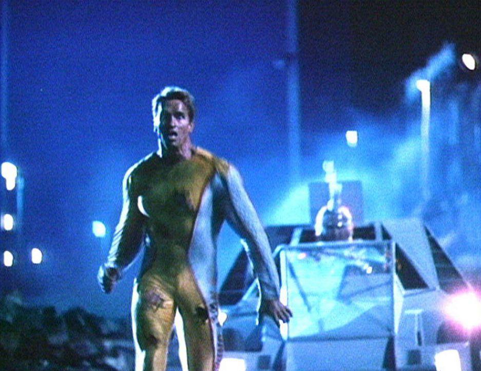 """Weil er sich dem Befehl widersetzt hat, auf wehrlose Randalierer zu schießen, wird Ben (Arnold Schwarzenegger) als """"Running Man"""" Kandidat aufgestel... - Bildquelle: Home Box Office"""