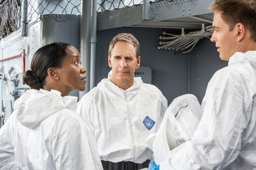 Bei einem neuen Fall arbeiten DiNozzo (Michael Weatherly, r.), Pride (Scott Bakula, M.) und Navy Commander Louanne Bates (Erika Alexander, l.) zusam... - Bildquelle: 2014 CBS Broadcasting Inc. All Rights Reserved.