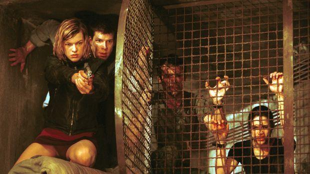Verzweifelt versuchen sich Alice (Milla Jovovich, l.), Matt Addison (Eric Mab...