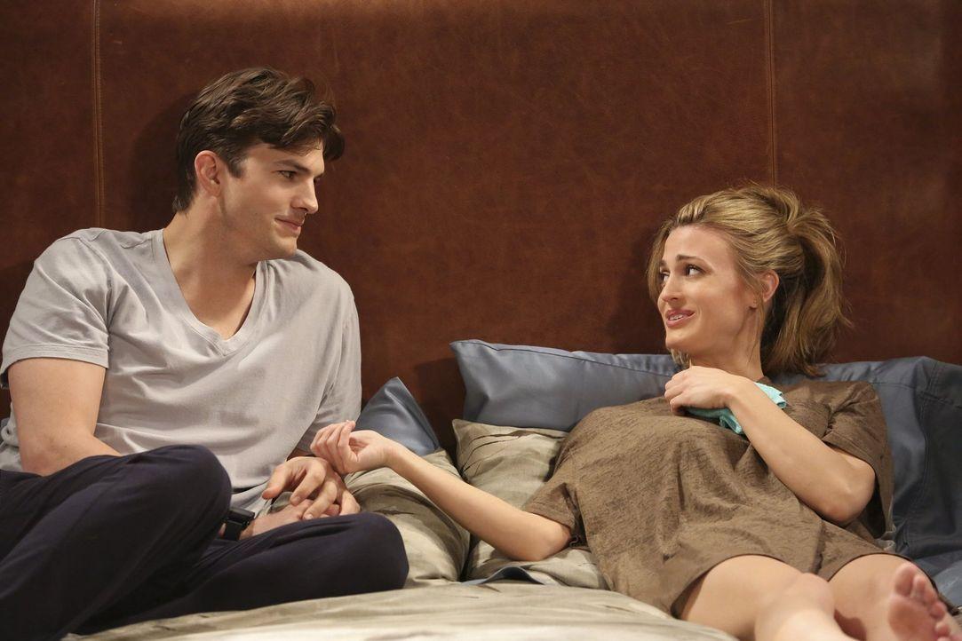 Der Versuch, ihre Beziehung wieder aufzuwärmen, endet im Desaster: Walden (Ashton Kutcher, l.) und Kate (Brooke D'Orsay, r.) ... - Bildquelle: Warner Brothers Entertainment Inc.