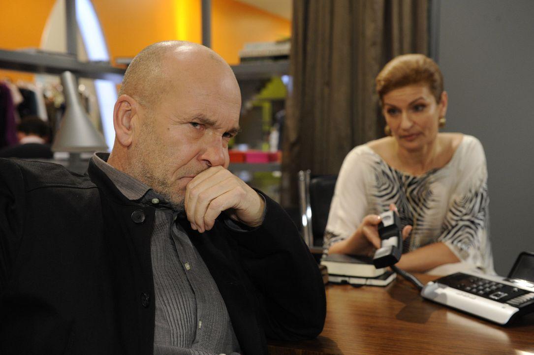 Sind entsetzt, als Anna und Tom ankündigen, Lanford verlassen zu wollen: Bruno (K. Dieter Klebsch, l.) und Natascha (Franziska Matthus, r.) ... - Bildquelle: SAT.1