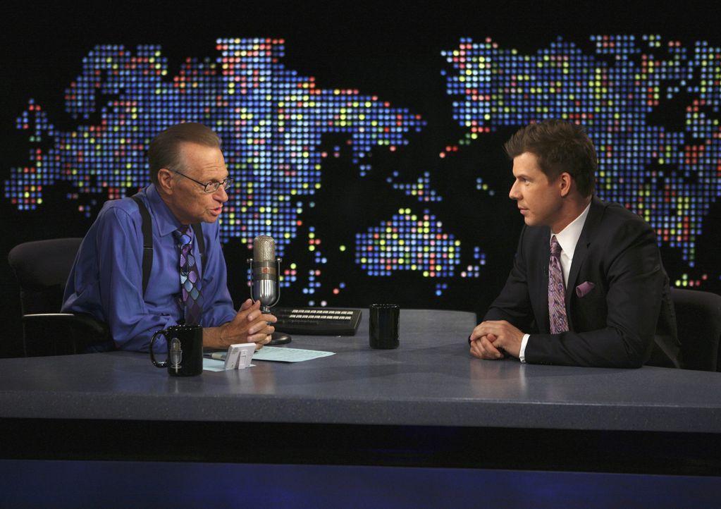 Bei Larry King (Larry King, l.): Daniel (Eric Mabius, r.) ... - Bildquelle: Buena Vista International Television