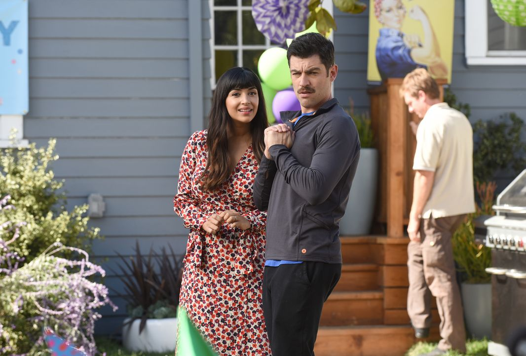 Cece (Hannah Simone, l.) und Schmidt (Max Greenfield, r.) planen eine Geburtstagsparty für ihre dreijährige Tochter, doch das Fest gerät außer Kontr... - Bildquelle: Ray Mickshaw 2018 Fox and its related entities.  All rights reserved.