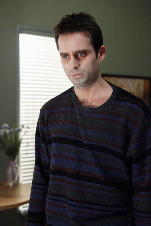Im Krankenhaus taucht der Geist von Vernon (Bruno Campos) auf. Er will seinen Sohn dazu bringen, sich ebenfalls das Leben zu nehmen. - Bildquelle: ABC Studios