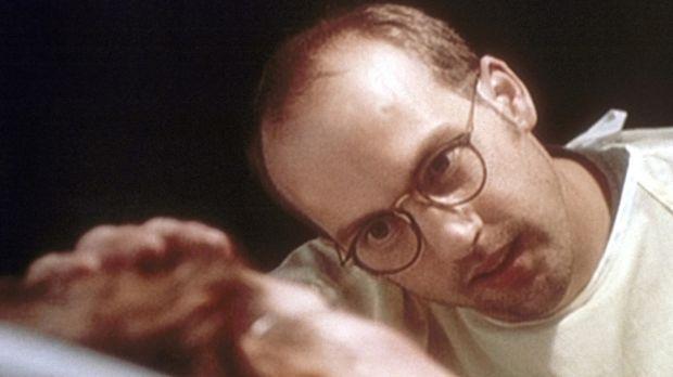 Dr. Greene (Anthony Edwards, r.) behandelt Jennifer (Christine Harnos, l.), d...