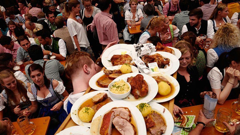 Bayerische Köstlichkeiten auf der Wiesn - Bildquelle: Johannes Simon / Freier Fotograf