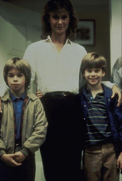 Haben immer viel Spaß: Amanda (Kate Jackson, M.) und ihre Söhne Jamie (Greg Morton, l.) und Phillip (Paul Stout,r.) ...