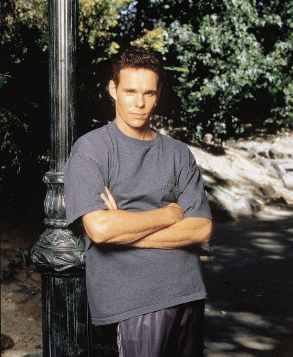 Paul (Kevin Dillon) ist Lydias jüngerer Bruder ... - Bildquelle: CBS Television