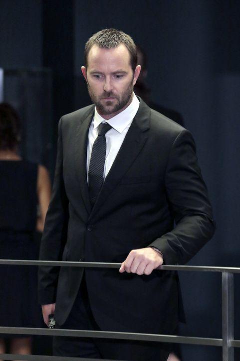 Weller (Sullivan Stapleton) jagt einen Auftragsmörder, der ein dunkles Geheimnis hütet ... - Bildquelle: Warner Brothers