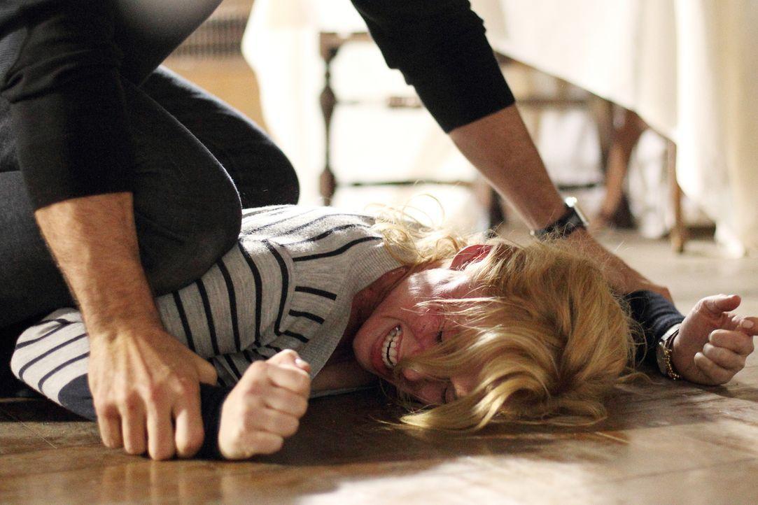 Auf der Jagd nach einem eiskalten Mörder gerät Daniella (Stefanie von Pfetten)in dessen Fänge. Ein Kampf auf Leben und Tod entbrennt ... - Bildquelle: Stephen Scott CBC 2013
