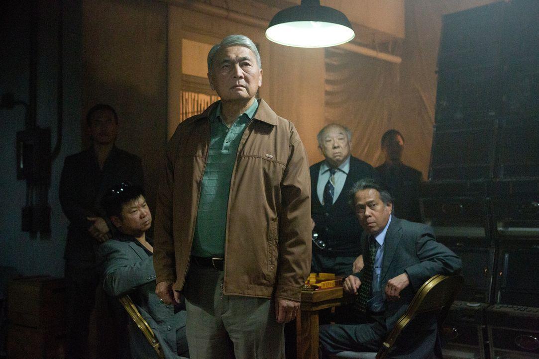 Mister Lee (Alvin Ing, M.) kennt kein Erbarmen: Er will sein Geld, was ihm der lebensmüde Zocker Jim schuldet, umgehend zurück ... - Bildquelle: Claire Folger 2016 Paramount Pictures