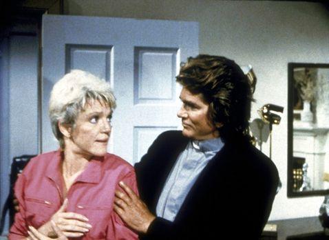 Ein Engel auf Erden - Carla (Barbara Stuart, l.) wird von Jonathan (Michael L...
