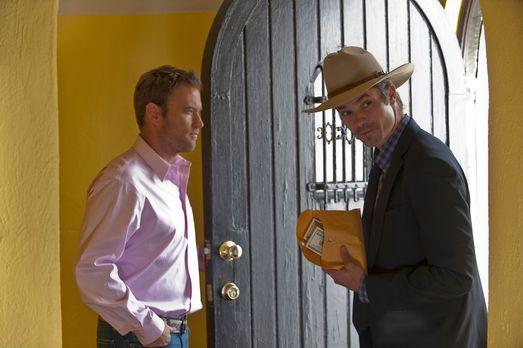 Justified - Travis Travers (Greg Cromer, l.) hat mit dem Besuch von Deputy Ra...