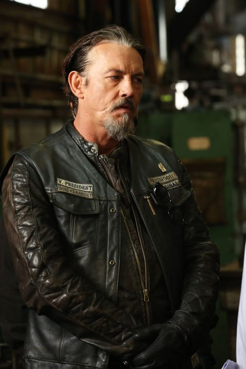 Wird Chibs (Tommy Flangan) Jax als Nachfolger beerben, sollte er die Präsidentschaft niederlegen? - Bildquelle: 2013 Twentieth Century Fox Film Corporation and Bluebush Productions, LLC. All rights reserved.