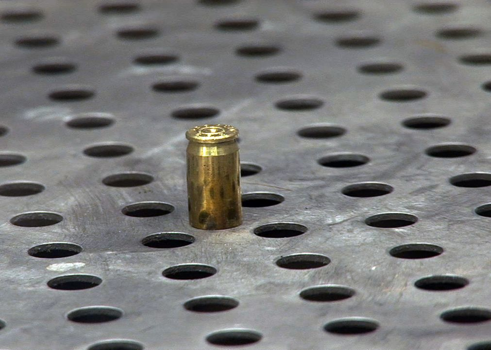 Auf dem Parkplatz einer Autowaschanlage wurde ein junger Mann am helllichten Tag erschossen ... - Bildquelle: A&E Television Networks