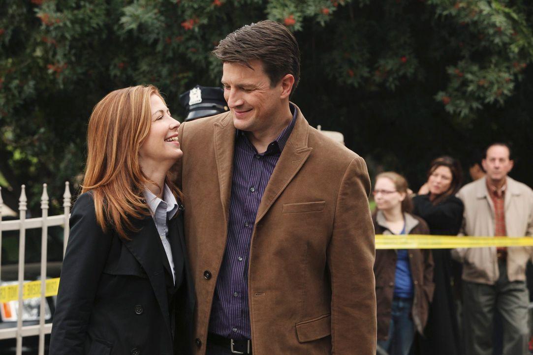Nach dem zweiten scheinbar wahllosen Mord schaltet sich das FBI ein und Special Agent Jordan Shaw (Dana Delany, l.) imponiert Castle (Nathan Fillion... - Bildquelle: ABC Studios