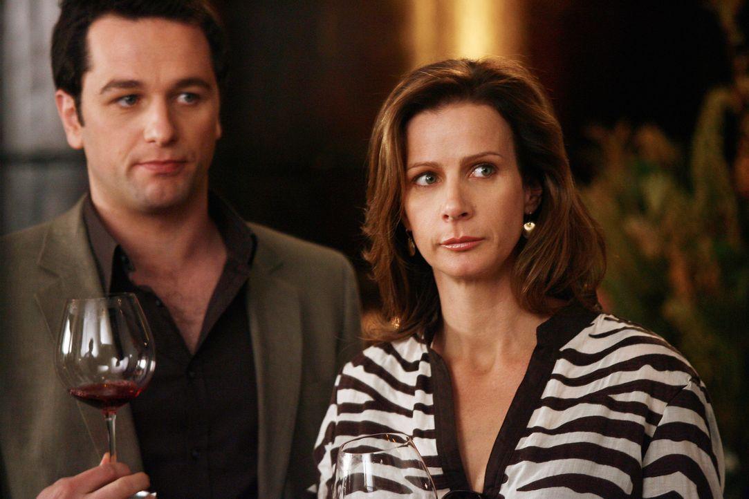 Sarah (Rachel Griffiths, r.) erfährt, dass Justin von dem Kuss zwischen ihrem Ehemann und Rebecca wusste, was ihre Laune nur weiter senkt. Sie sucht... - Bildquelle: Disney - ABC International Television