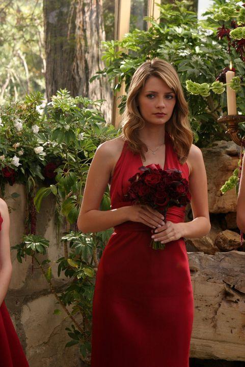 Marissa (Mischa Barton) ist traurig darüber, dass sie zu Caleb und Julie ziehen muss ... - Bildquelle: Warner Bros. Television